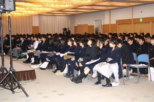大勢の高校生が参加しました