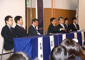 質問に答える演者:左から平尾敦先生(金沢大)、矢野聖二先生(金沢大)、樋野興夫先生(順天堂大)、石川冬木先生(京都大)、大島(金沢大)、そして司会者の二人。